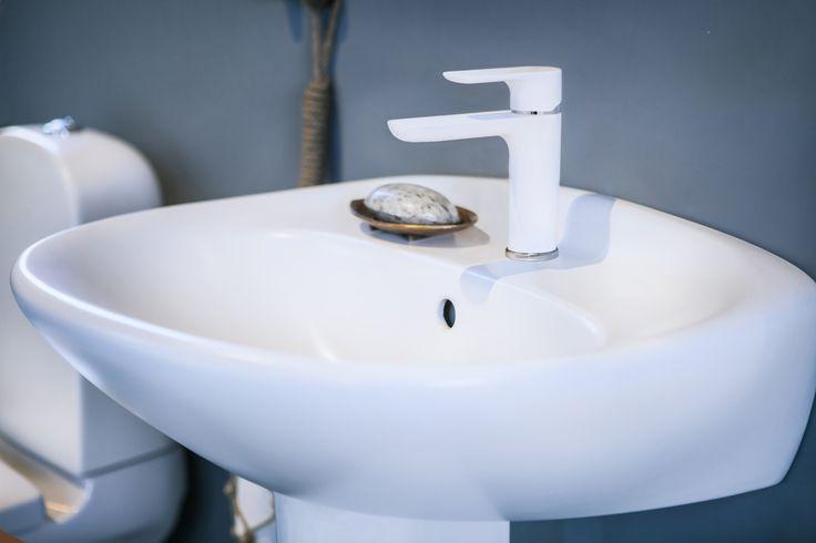 Tvättställ (>50 cm bredd) från badrumsserien Estetic.
