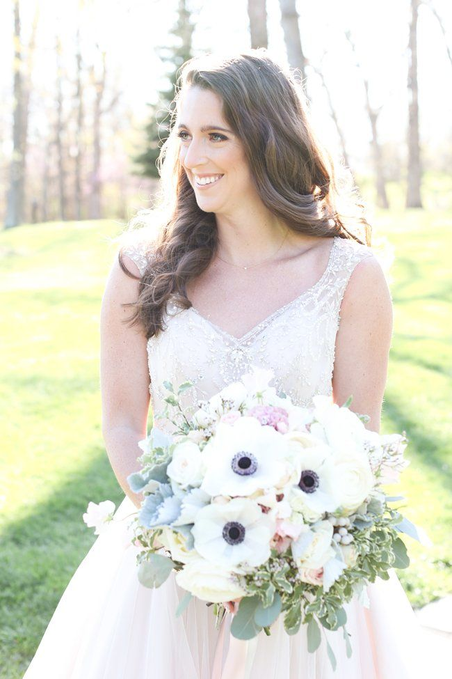 Pretty bride   Vanessa Smith Photography   see more at http://fabyoubliss.com