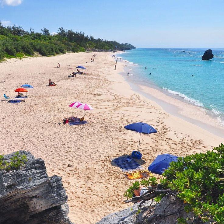Suspended between the memories of the dream beaches of #Bermuda! #viaggiaescopriBermuda mi torna in mente prepotente come il desiderio di togliere le scarpe e correre sulla spiaggia con la sabbia tra le dita. Una destinazione da una volta nella vita un'isola di bellezze da scoprire spesso ritenuta troppo esclusiva. Ma mai dire mai esistono alcuni trucchi per poterla visitare e spendere di meno... e io ve li ho consigliati in un post sul mio blog. Non vorreste anche voi essere di fronte allo…
