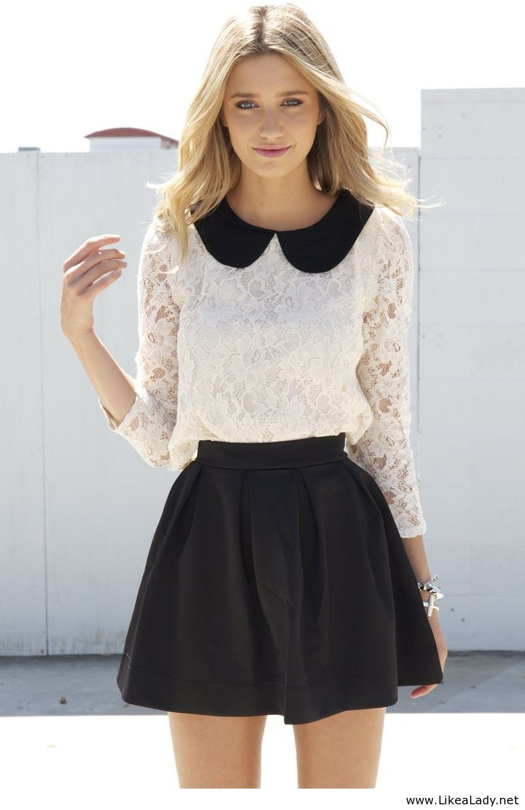 Maglietta Bianca con colletto nero+gonna nero...si può  chiedere di meglio?
