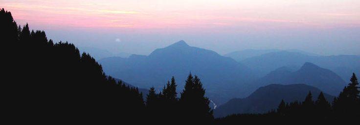 Atmosferisch perspectief: Hoe dichter bij de horizon, hoe donkerder en vervagende de kleuren worden.