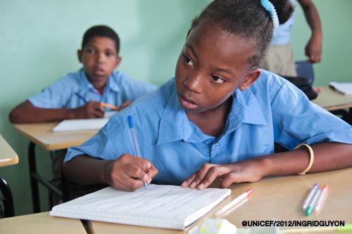Orange y UNICEF se fijaron en el año 2012 el ambicioso #reto de escolarizar y aumentar la calidad de la #enseñanza de más de 220.000 niños y niñas residentes en zonas fronterizas y barrios marginales de República Dominicana.