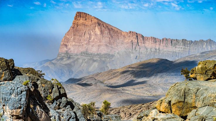 Jabel Shams, con una cima che svetta a oltre 3000 metri sopra il livello del mare, è la montagna più elevata dell'Oman.