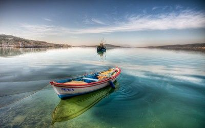 Rowboat in the bay wallpaper