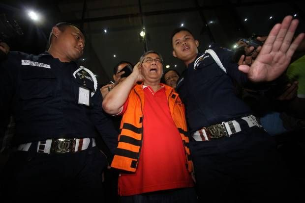 Ketua Mahkamah Konstitusi, Akil Mochtar Ditahan KPK