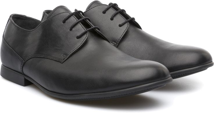 This classic men's lace-up has added flexibility due to its slim rubber outsole.
