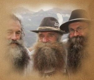 """La meditación para hoy... Compártela... """"Los viejitos respondieron juntos: Si hubieras invitado a Riqueza o Éxito, los otros dos nos hubiéramos quedado afuera, pero como decidieron invitar a Amor, donde sea que él vaya, nosotros vamos con él"""". http://danielramosmusic.com/los-tres-ancianos/"""