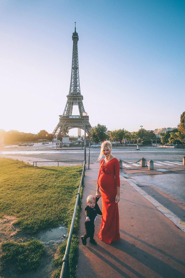 Barefoot Blonde maternity photos in Paris