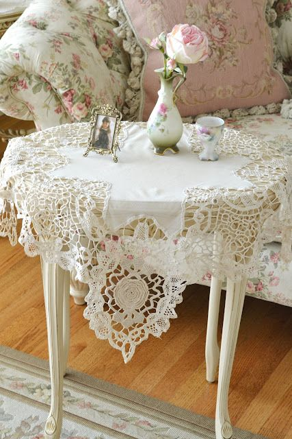 lmrTeas Tables, Side Tables, Vintage Tables, Vintage Lace, Shabby Chic, Tables Covers, White Lace, Vintage Linens, Shabbychic