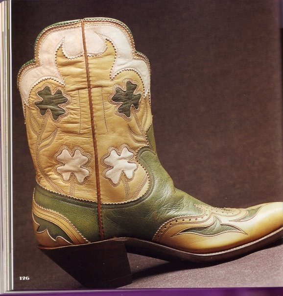 vintage shortie boot, maker unknown... This Irish girl would love to have a pair like these!