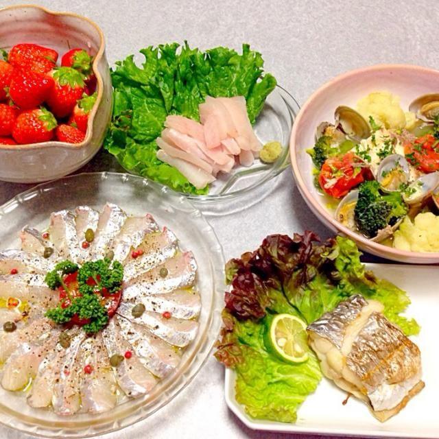 太刀魚のお刺身、 太刀魚のカルパッチョ、 太刀魚の塩焼き、 ヒラメのアクアパッツァ、 デザートはイチゴ です。 - 20件のもぐもぐ - 夫が作った 魚の晩ご飯 by orieueki