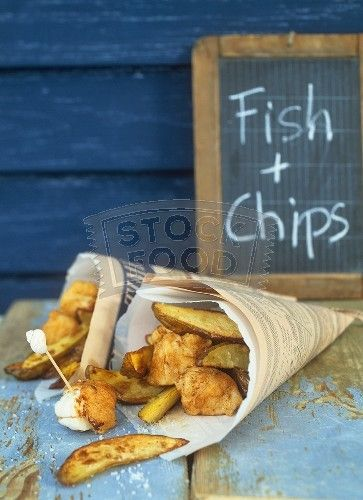 Laid-back wedding cocktail hour food idea - fish + chips - perfect for a beach wedding {Courtesy of Stock Food}