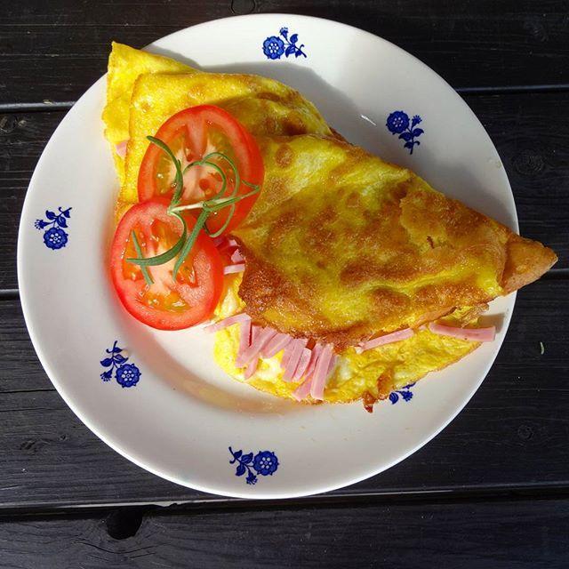 Edel's Mat & Vin : Omelett med skinke og mozzarella !
