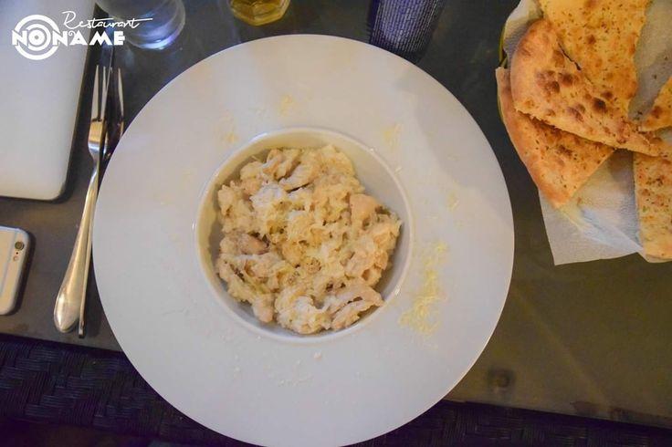 Risotto con pollo (300gr) - 19 lei (orez, piept de pui, ciuperci porcini, smantana dulce, parmezan) Restaurant NoName - Călătorie culinară în jurul lumi