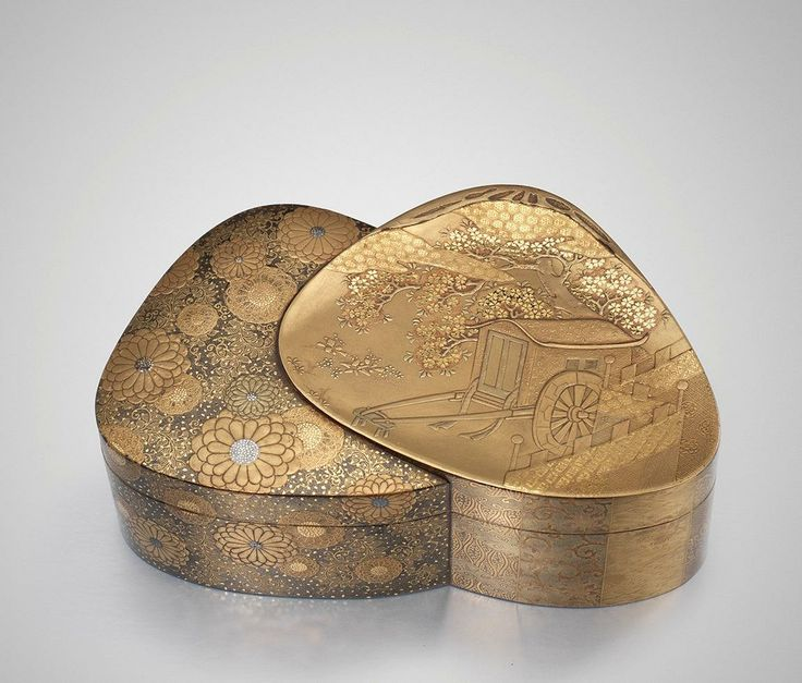 A Japanese Gold Lacquer Box Of Overlapping Clams Circa