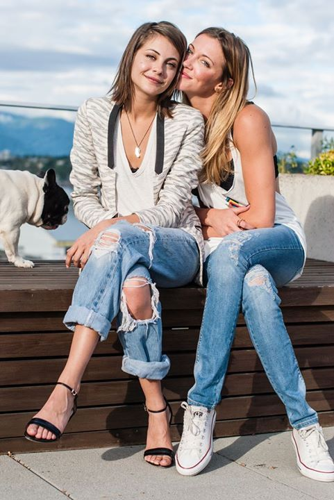 Willa Holland and Katie Cassidy