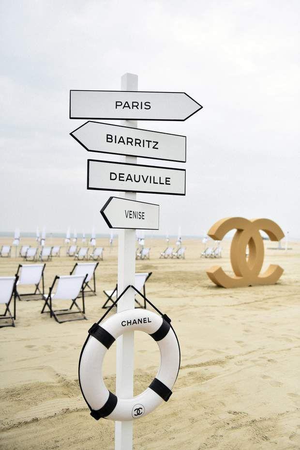 La Plage De Deauville Revue Par Chanel Fond D Ecran Telephone Deauville Plage Deauville