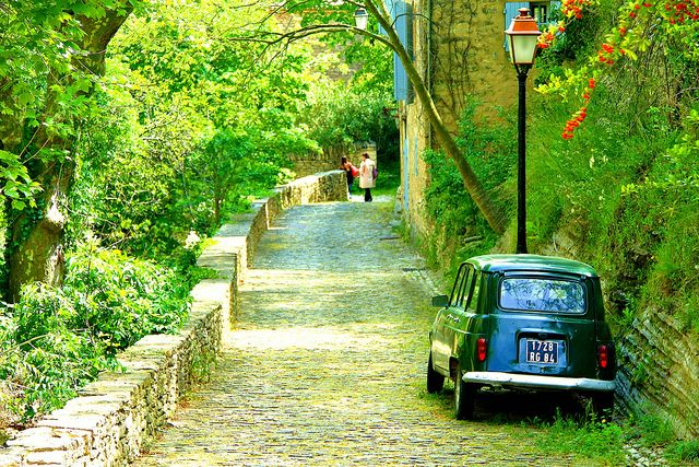 | ♕ | The good old car - Gordes, Provence |: Post, Gords, Minis Dog Qu, Provence, Ancient Roads, Travel, Places, Old Cars