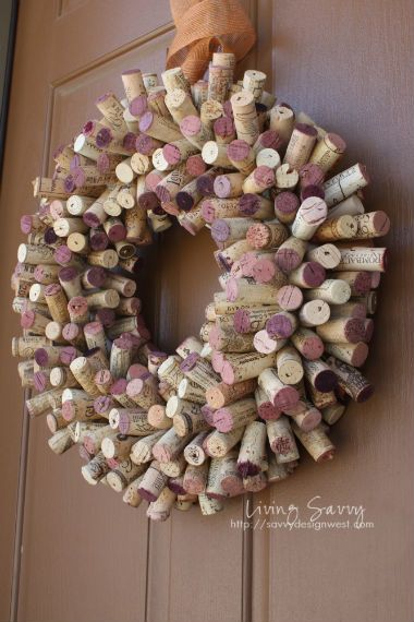 Cork Wreath - Insert toothpicks into the corks and and stick them on to a Stryofoam wreath form. So eary! #Christmas #tutorial