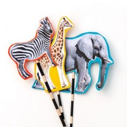 Create your own parade of safari animal puppets for your kids with this super simple DIY craft tutorial!