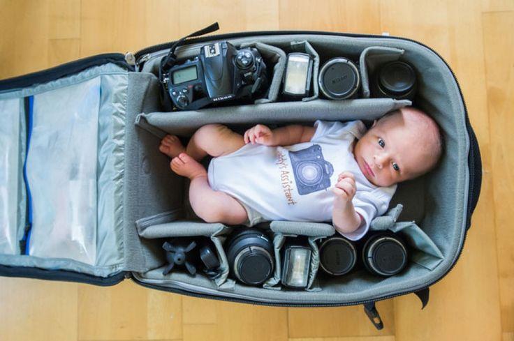 Bebeluşi de fotograf dormind în genţile pentru echipamentul foto al părinţilor | adevarul.ro