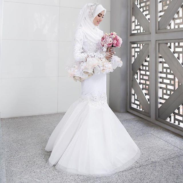 Simply Elegant! Congrats @nononesss on your wedding!  _______________ Official Photographer @hamizahhhh Official Videographer @wsvs.co  Dress @minazcreation @minaz.my  Hijab @tudungruffle  Makeup @naqiahrahim  _______________ #irshadnones  #Regram via @hamizahhhh