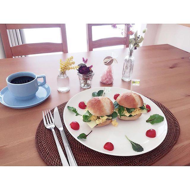 mana_ogawaGM☺︎ 卵サンドではじまる朝 卵とハーブでつくりました *  週末は大好きな友達家族と友達2人と、大人数でホームパーティー☺︎サプライズでお誕生日お祝いしましたおチビもいてにぎやかな時間だったな*楽しい時間をありがとう☺️ *  今日も温かい〜*なに着ようかな。 素敵な1日を♩ *  #ワンプレート #朝ごはん #breakfast #サンドイッチ #卵 #テーブルコーディネート #onthetable #週末野心 #カスタマイズエブリデイ #キレイカスタマイズ #おうちごはん #おうちカフェ #E朝 #朝時間 #はじまりの朝 #instapic #instagood #instagramjapan #写真好きな人と繋がりたい