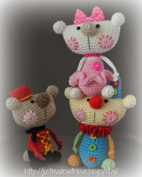 http://justmadewithlove.blogspot.nl/2014/01/little-circus-bears.html?showComment=1391251788885#c977838355734468143. Inspired by Vendulka 6/14.