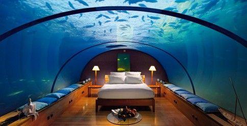 """Nur eine Fantasie: Im Unterwasser-Restaurant des """"Conrad's Resort"""" auf den Malediven wurde eine Test-Suite installiert"""