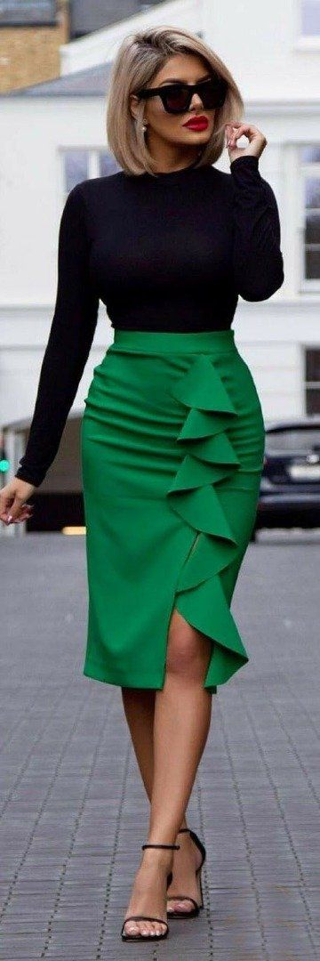 A brightly colored high-waisted skirt gives a stunning slimming effect.