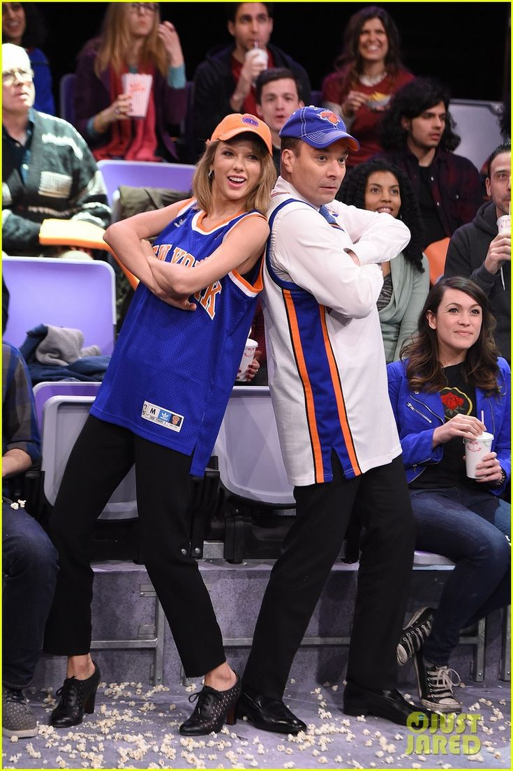 Taylor Swift & Jimmy Fallon Yell About Sports on 'Tonight Show'   taylor swift jimmy fallon yell about sports late night 09 - Photo