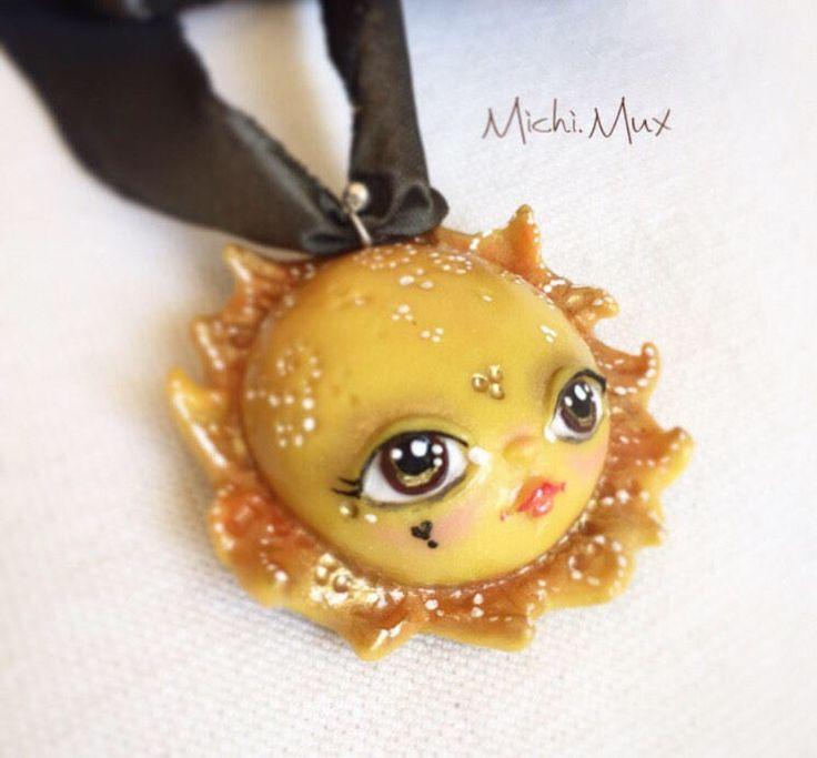 Sole,ciondolo in polymerclay, argento e nastro di seta. Fatto a mano, pezzo unico. Con confezione regalo di MichiMuxArtStudio su Etsy https://www.etsy.com/it/listing/515240536/soleciondolo-in-polymerclay-argento-e