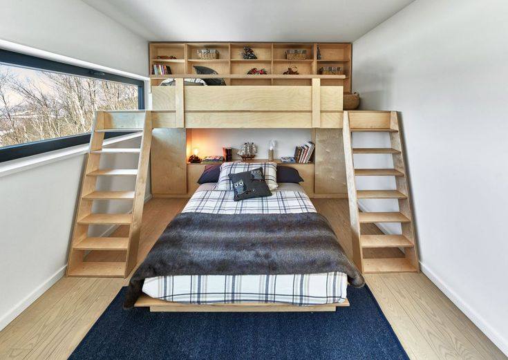 Laurentian ski chalet kid bedroom bunk bed