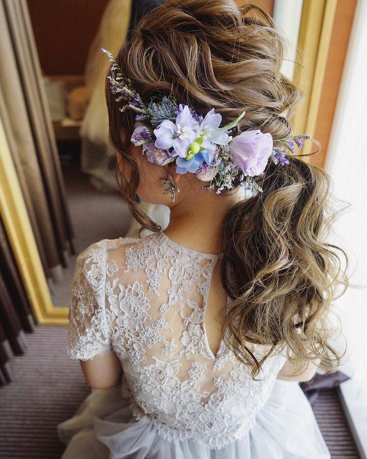 お色直しは ポニーテール×生花 用意されてたお花を組み合わせました☺️ dressはグレコ✨ 絶対に可愛くするって決めてた! 毎回