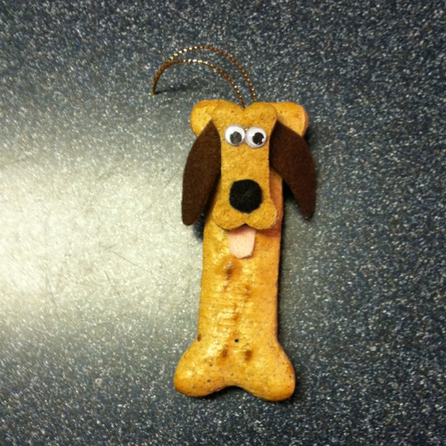 Cute Christmas ornament made out of a big milk bone for the body, a small milk bone for the head, googly eyes, & felt ears, nose & tongue.