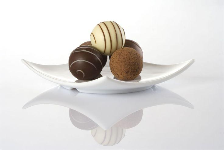 İçi kek ve krema, dışı çikolata ve benzeri tatlı malzemelerle kaplı bir tür şekerlemedir truffle (Trüf). İkramlık olarak oldukça sevilen bir tattır.