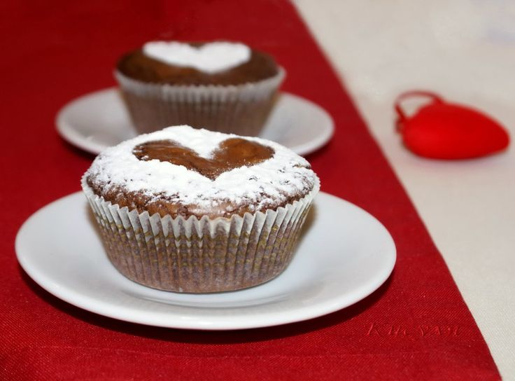 Шоколадные кексы с белым шоколадом и ромовой вишней