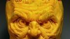 Una calabaza con rostro de un hombre