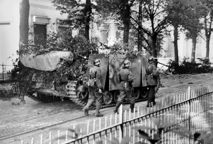 Soldiers from the 9th SS Panzer Division Hohenstaufen and StuG III's from Sturmgeschütz-Brigade 280 advance on the Onderlangs and the Utrechtseweg street in Arnhem, Netherlands in a mop up operation against British positions on 19 September 1944.