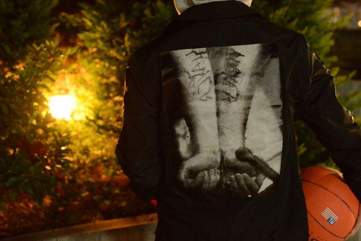 (jeudi★Style)NO,44  ジャケット♦Supreme × Slayer Cutter Coaches Jacket http://jeudi-japan.com/?pid=110031659 ーーーーーーーーーーーーーーーーーーーーーーーーーーーー バスケットボール♦POLO SPORT(Coming Soon!!!)  ーーーーーパーカー♦PALECE(私物)  パンツ♦J.CREW(私物)  ベルト♦HTC(私物)  キャップ♦Supreme(私物)  スニーカー♦Vans(私物)