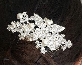 Peine del pelo, accesorios nupciales del pelo, peine del pelo de la boda diamantes de imitación, cristal de peine de pelo nupcial, Tiaras boda / novia, peine de boda, nupcial peine, peine de velo, accesorio del pelo de la boda de la boda  Este peine de cabello hermoso se hace con los rhinestones claro y complicado diseño. Es una manera perfecta de añadir brillo a tu peinado de boda. Los destellos de diamante de imitación agregará un toque impresionante a su novia de accesorios. El accesorio…