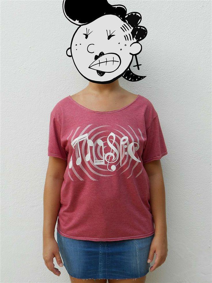 http://www.agentestampa.iluria.com  -Estampa 'MUSIC' -Camiseta feminina -Tamanho ÚNICO -Modelagem 't-shirt básica' -Decote careca -Composição do tecido: 88% poliéster 12% algodão -Aparência do tecido: mesclado