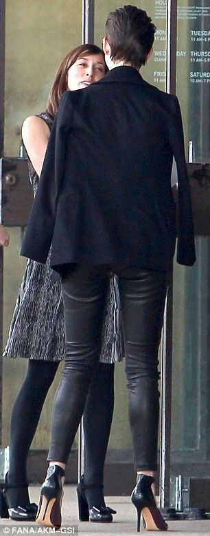 Anne Hathaway Long Legs In Tight Leather Trousers And High