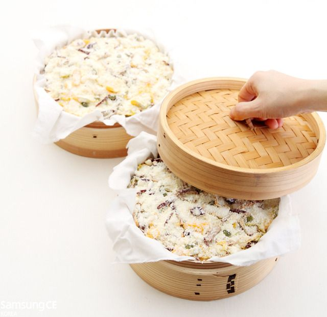 Korean sweet pumpkin rice cake (단호박 버무리) There's A Recipe, But It's In Korean. :(  WAH! Looks Delicious!