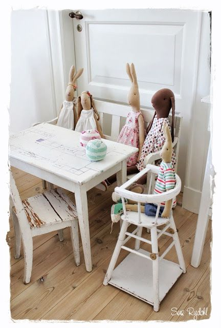 Sommerhusliv all year : kids' furniture & Maileg bunnies