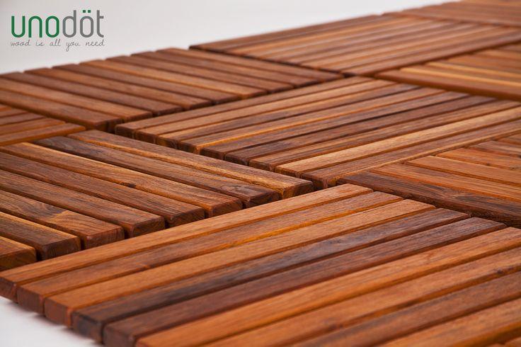 Teak – tok es un conjunto de decks que construyen espacios exteriores con un acabado impecable, generando un muy buen resultado. Es un producto pensado para que el usuario lo construya de la manera más sencilla posible, brindándole todos los elementos que requiere para su armado. Su fabricación es en madera de teca que proviene de bosques cultivados.