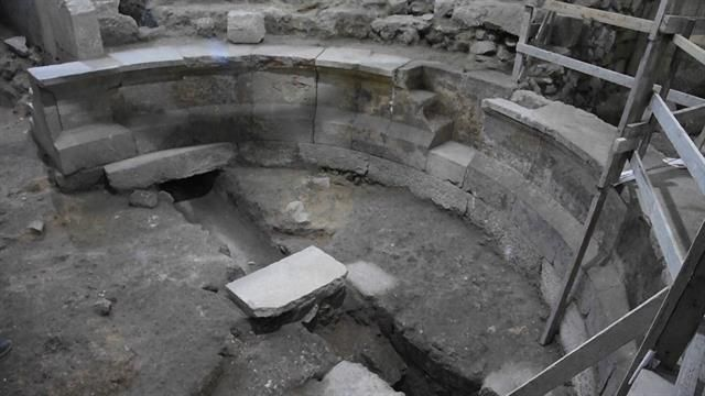While excavating near the Western Wall, archaeologists discovered a public space capable of seating 200 people.
