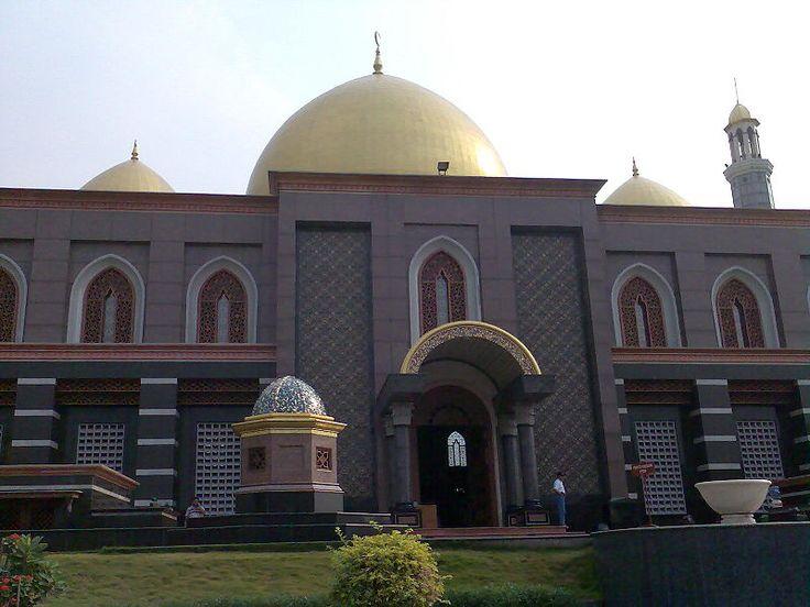 beautiful mosque in indonesia