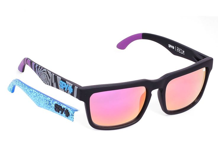 Spy Helm/Matte Black/Pink Spectra/57/18  #sunglasses #spy #optofashion To Spy Helm είναι ένα κοκάλινο γυαλί ηλίου με μαύρο ματ πλαίσιο και πολύχρωμους βραχίονες και μπλε καθρέφτη από τη συλλογή του οδηγού Ken Block. Το μέγεθος και το ορθογώνιο σχήμα του ικανοποιεί τα περισσότερα σχήματα προσώπου.