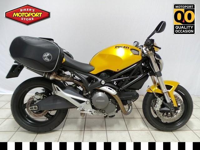 DUCATI+-+M696++-+Quality+occasion,+Schitterend+mooie+Monster696+voorzien+van+carbon+dempers+voor+de+ultieme+Ducati+sound,+zijtassen.+Osco-oiler+ketting+smeersysteem,+Goud+metallic+met+zwart+frame